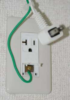 Japanese_air_conditioner_electrical_outlet.jpg